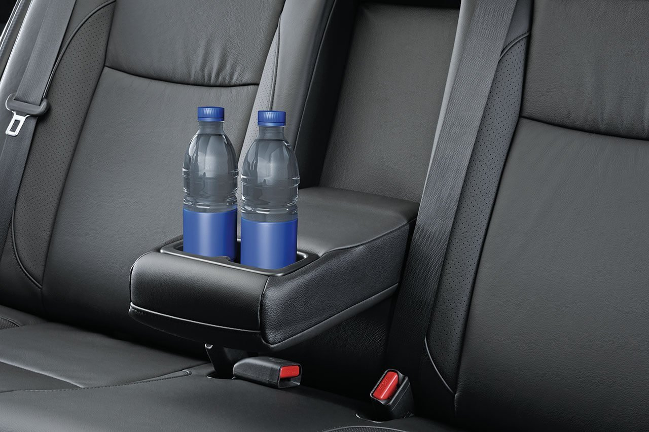 Suzuki Ciaz Rear centre armrest with cup holders, leather seats
