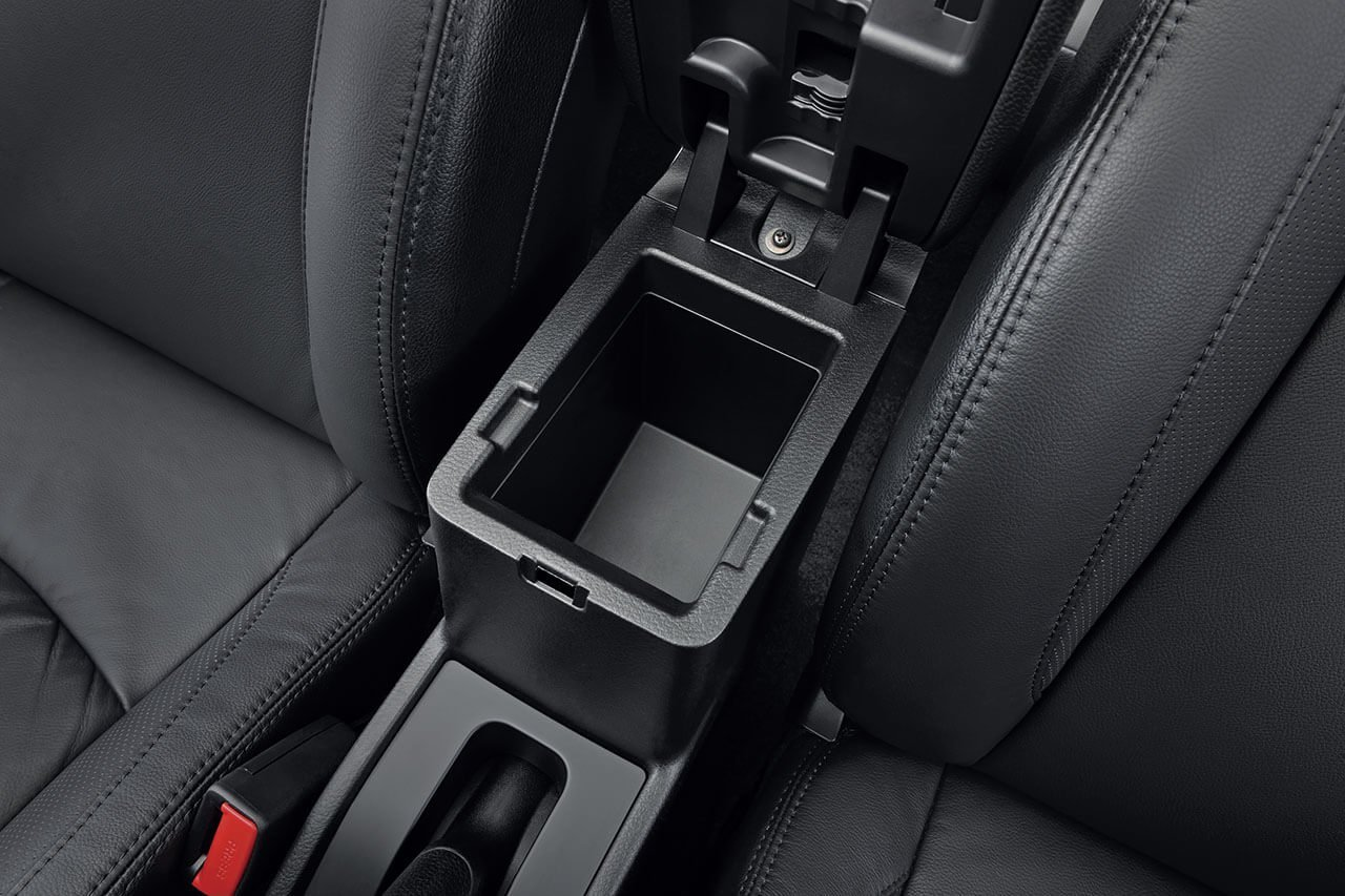 Suzuki Ciaz Front centre armrest with console box