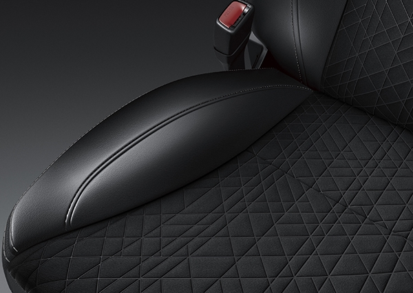 Suzuki Vitara New geometric pattern seats